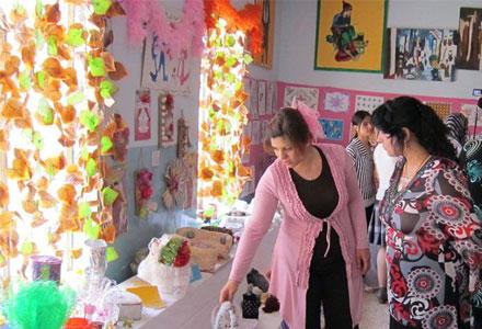 Средняя общеобразовательная женская школа организовывает выставку декоративного и кустарного искусства