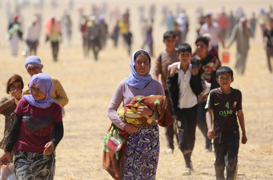 В августе 2014 г. тысячи езидов оказались в ловушке в горах Синджар, когда они пытались бежать от группировки ДАИШ