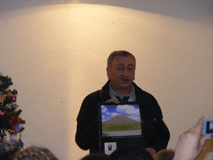 Фотографии с презентации Езидского календаря