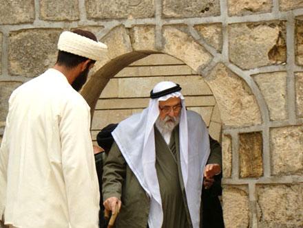 После возвращения на родину господин Тахсин бек посетил храм Лалиш