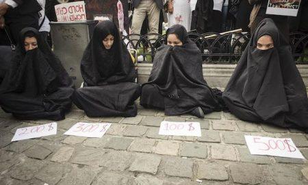 Езидские женщины протестуют перед Европейским парламентом в Брюсселе, Бельгия, 08.09.2014. Фото Виктора Дабковского / DPA / PA Images. Все права защищены.
